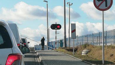 Photo of Brzesko / Niebezpieczna sytuacja na przejeździe kolejowym / video