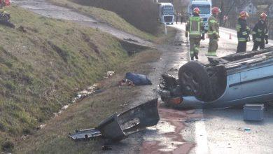 Photo of Okocim / Dachowanie samochodu osobowe – 2 osoby ranne / 18 lutego 2020 / zdjęcia