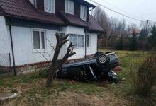 Photo of Dachowanie samochodu osobowego w Tworkowej / 8 marca 2020 r. / zdjęcia