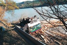 Photo of Czchów. W wyniku zdarzenia samochód ciężarowy wjechał do jeziora. Utrudnienia na DK 75 / zdjęcia