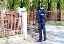 Photo of Policjanci z Brzeska sprawdzają czy osoby poddane kwarantannie przestrzegają jej warunków