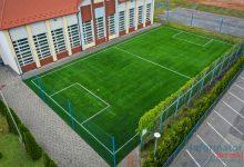 Photo of Jadowniki / Przyszkolne boisko z nowa nawierzchnią ze sztucznej trawy