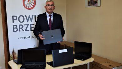 Photo of 41 laptopów do zdalnej edukacji