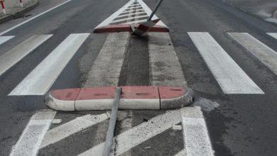 Photo of Kierowca opla ściął dwa znaki na przejściu dla pieszych