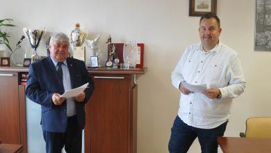 Photo of Podpisano umowę na remont dróg gminnych