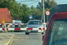 Photo of Uwięziony samochód osobowy na przejeździe kolejowym w Sterkowcu / 25 sierpnia 2020 r.