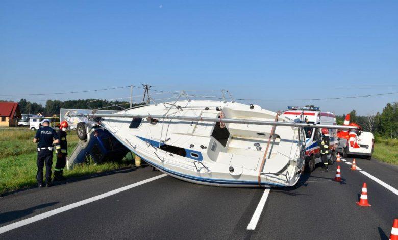 Photo of Tragiczny weekend na drogach powiatu – śmierć, dachowania i łódź na drodze