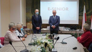 Photo of Dębno / Kolejna grupa seniorów odebrała tablety